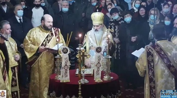 ÎPS Teodosie a organizat slujba dintre ani în catedrală: Cine să ne oprească, avem dreptul cu toţii să ne rugăm