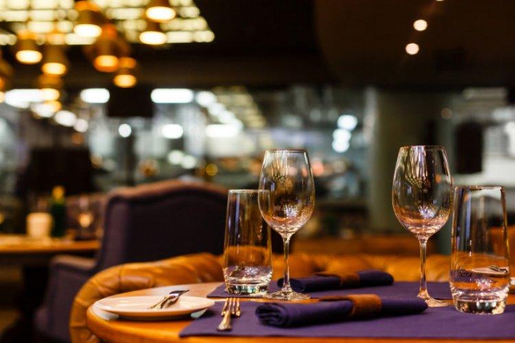 Noi măsuri de relaxare de la 1 iulie. Cluburi și restaurante deschise până la 2 noaptea