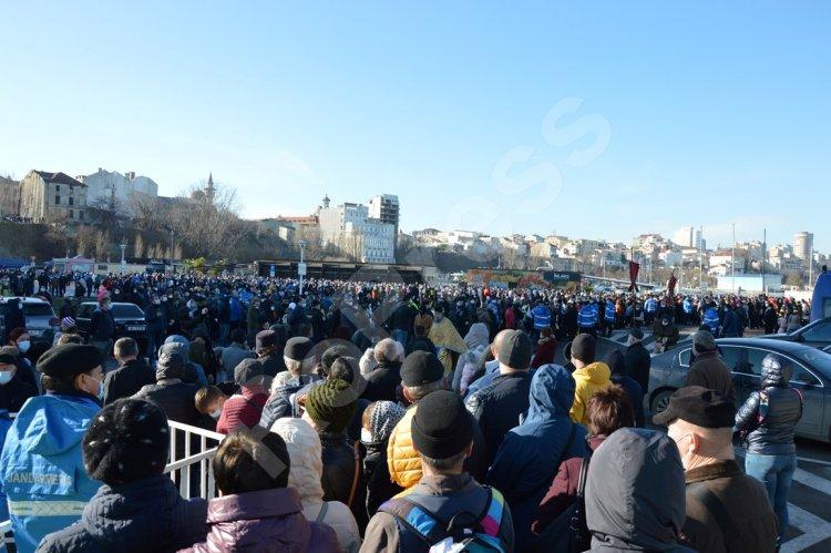 Mii de oameni au asistat la slujba de Bobotează. IPS Teodosie: Sărbătorile niciodată nu pot fi ocolite sau restricţionate