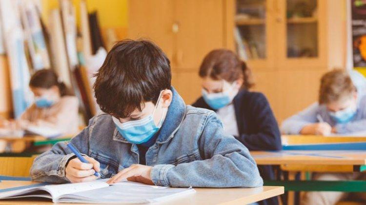Creşte numărul elevilor infectaţi cu Sars-COV-2