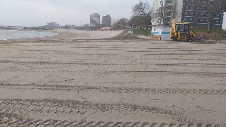 300 de sectoare de plajă igienizate au fost predate operatorilor privați