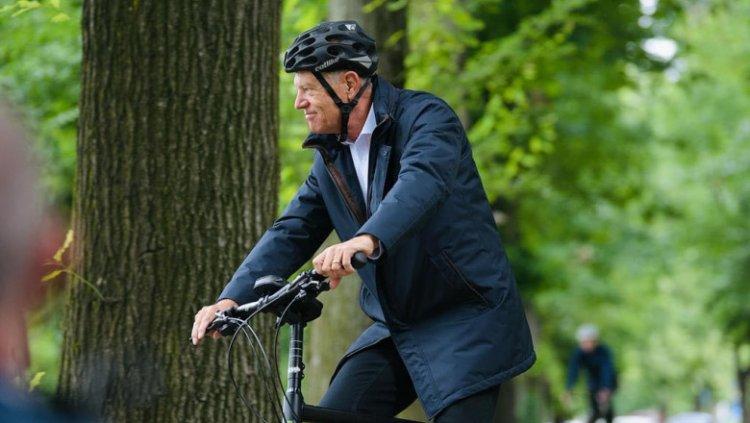 Iohannis: Bicicliștii împart banda cu automobiliști. Cei mai vulnerabili sunt pietonii şi bicicliştii