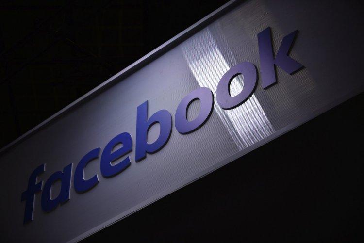 Facebook îl suspendă pe Donald Trump pentru doi ani