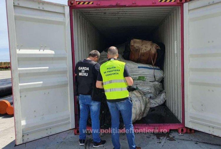 Peste 100 tone de deşeuri de cauciuc, descoperite în Portul Constanţa Sud Agigea