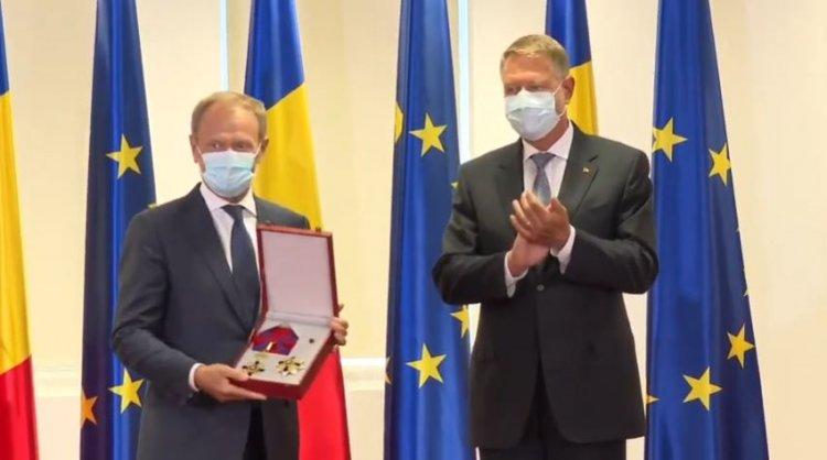 Iohannis l-a decorat pe Donald Tusk: Un suporter activ al proiectului european și un prieten al României