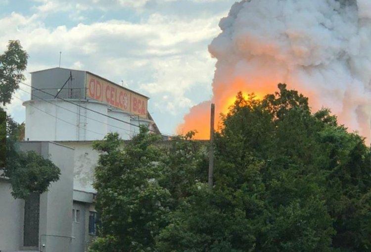 FOTO - Incendiu puternic la o fabrică de BCA din Constanța. Nu sunt victime