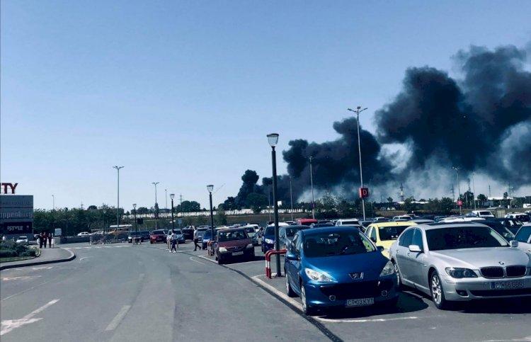 Incendiu de proporții la halele COMCM din Constanța. Un subofiţer ISU Dobogea a fost rănit