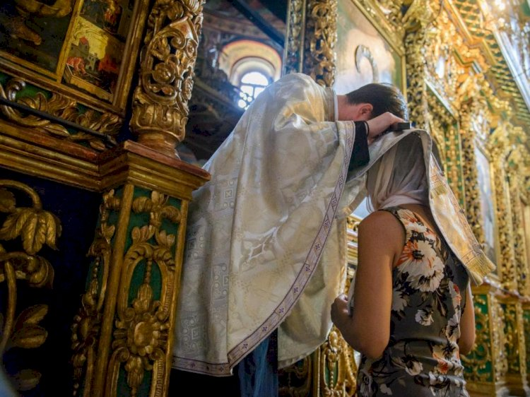 Reguli noi pentru lăcaşele de cult. Spovedania credincioşilor se face pe bază de programare